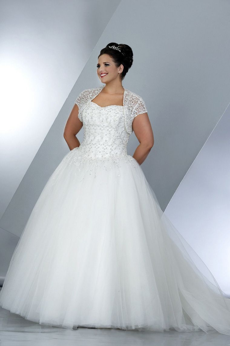 c833f805426 5 Absolutely Stunning Wedding Gown Ideas For Plus Size Ladies