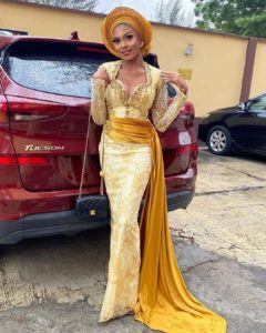 Fashionable Asoebi Styles For A Wedding Event