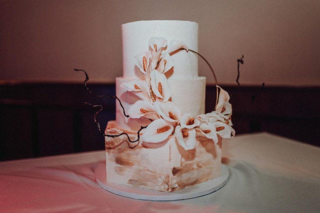 Sugar Flower Wedding Cake: New Trend Couples Are Loving